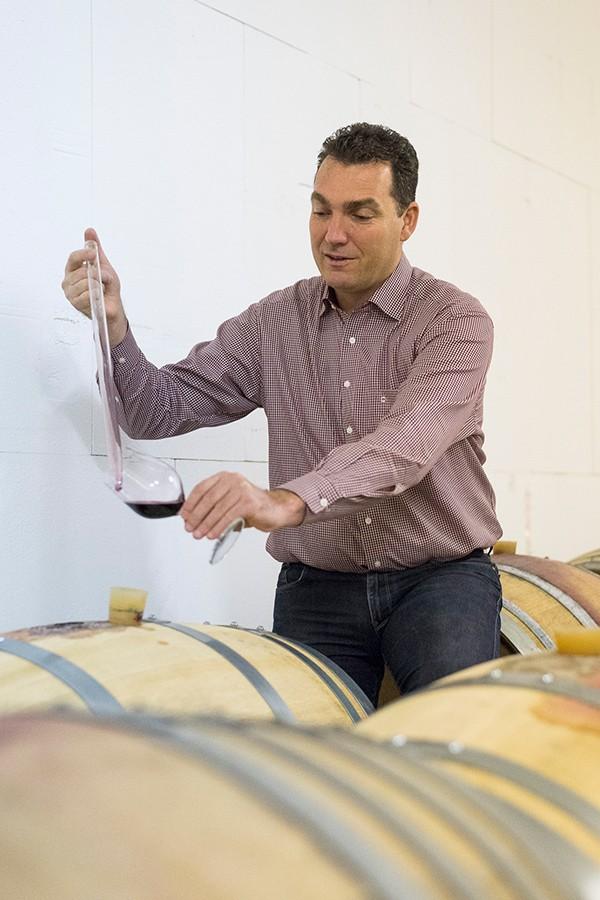 Yvo Mathier im Weinkeller